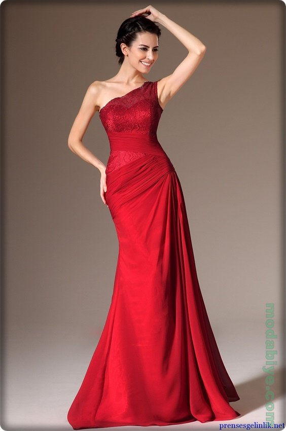 Kırmızı tek omuz uzun abiye elbise