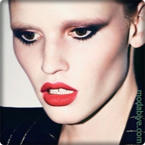 Lara Stone Makyajı