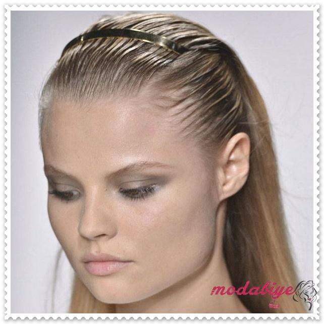 Düz ıslak görünüm saç modeli