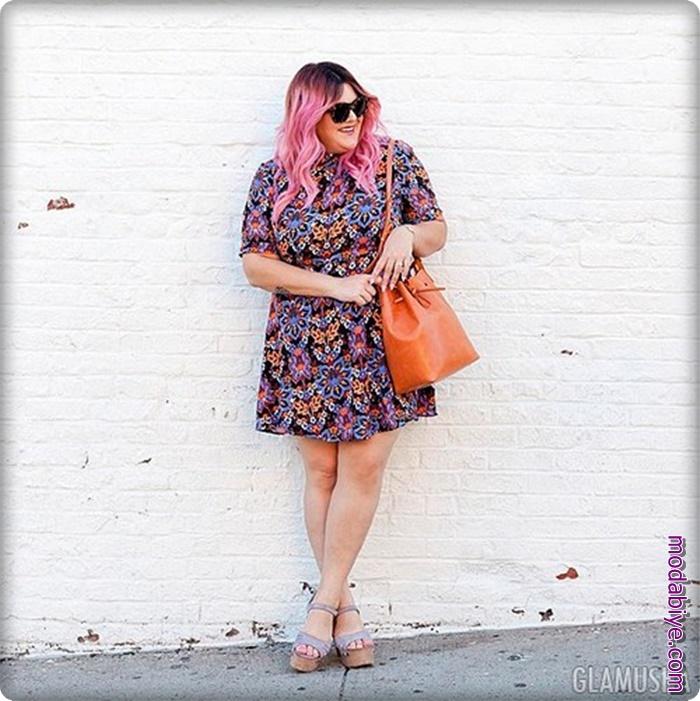 Kilolu kadınlar için desenli elbiseler