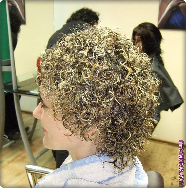 Sarışın kıvırcık kısa saç perma modelleri