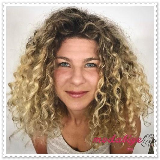 Kıvırcık saç modelleri perma