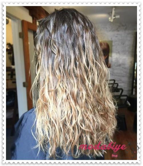 Uzun düz saçlar için perma
