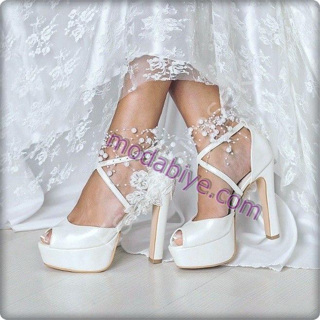 Düz beyaz topuklu gelinlik ayakkabıları