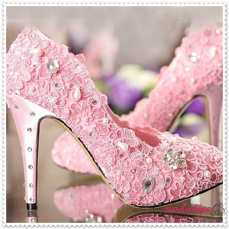 Çiçek işlemeli pembe yüksek topuk gelinlik ayakkabısı