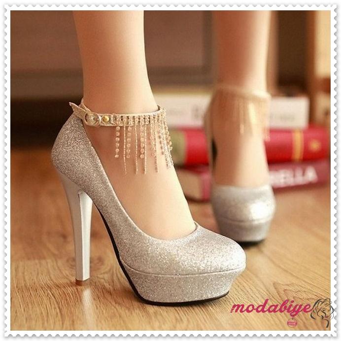 Gümüş simli kapalı yüksek topuk gelinlik ayakkabısı