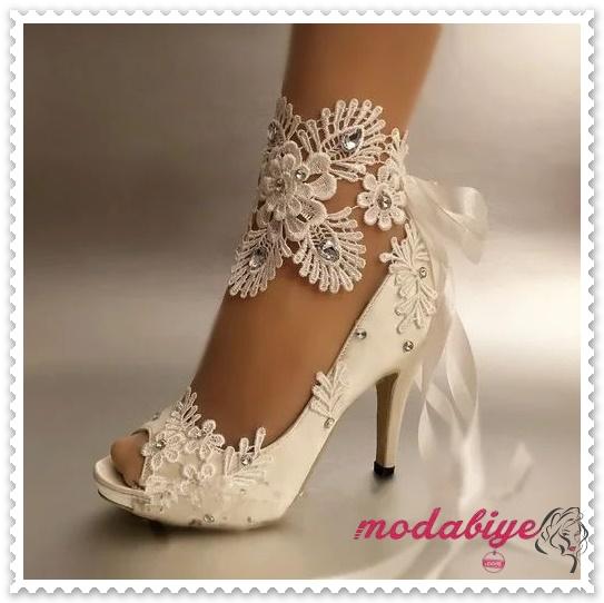Önü açık dantel işlemeli topuklu gelinlik ayakkabısı modelleri