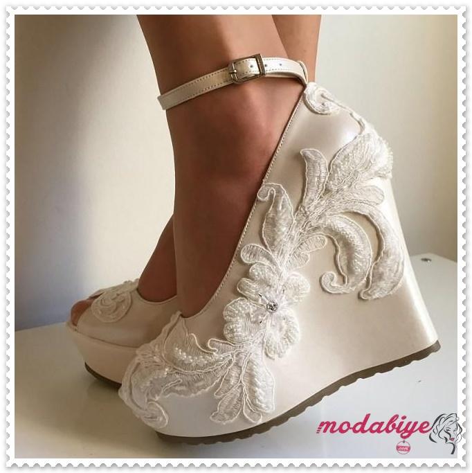Platform topuk bilekten bağlamalı işlemeli gelinliklik ayakkabısı