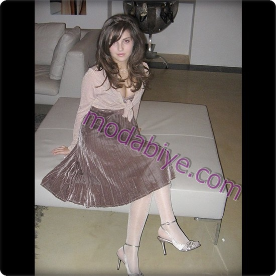 Çoraplı kadife elbise kombini