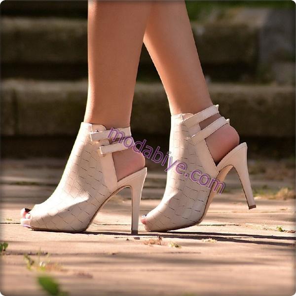 Krem yaylı kapalı stiletto ayakkabı modelleri
