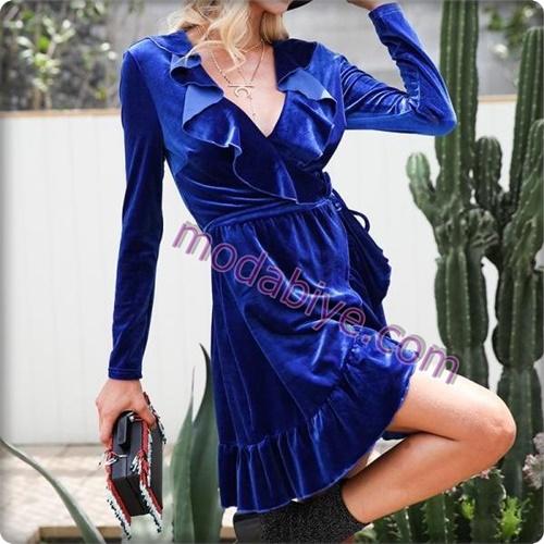 Mavi parlak kadife elbise modelleri