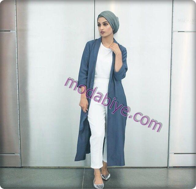 Uzun mavi tunik beyaz pantolon türbanlı moda