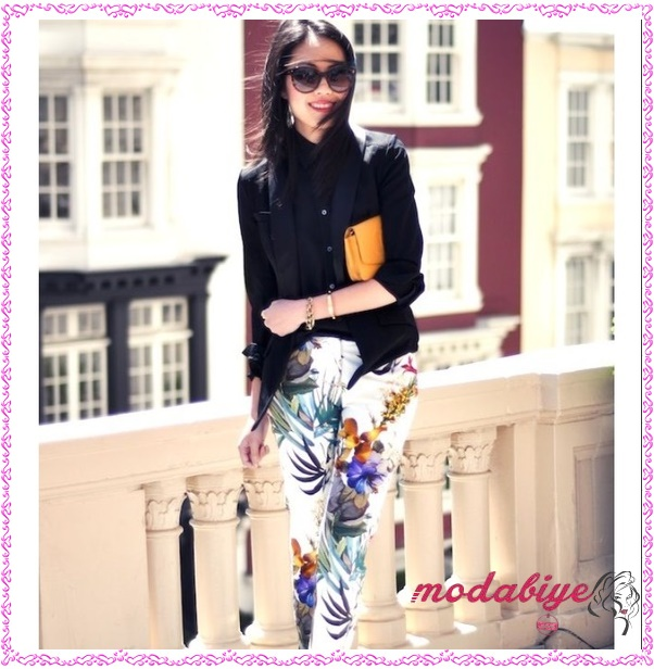 Çiçek desenli pantolon ve siyah gömlek