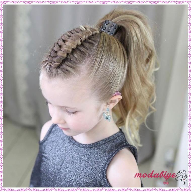 Küçük kız düşük topuz saç modeli