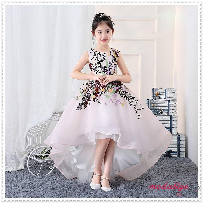 Önü kısa arkası uzun çiçek işlemeli beyaz çocuk abiye elbise