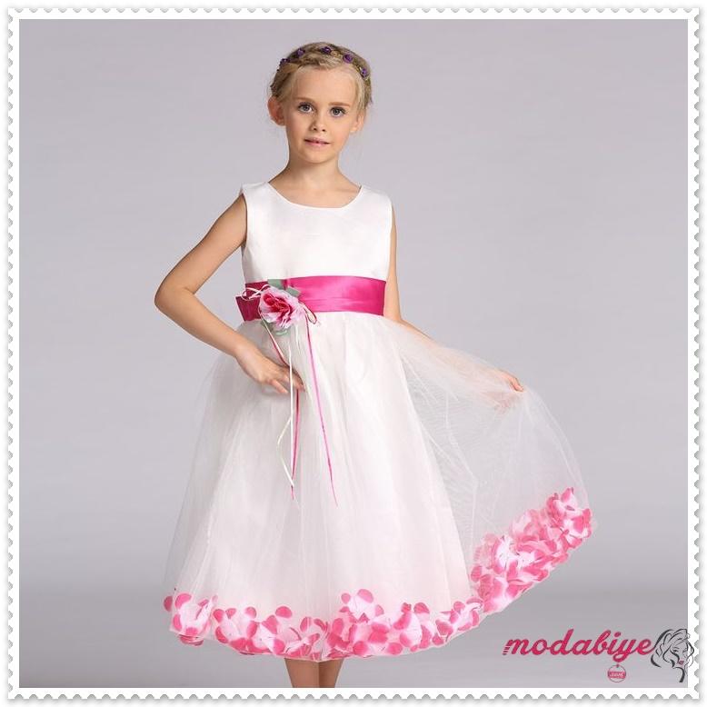 Pembe çiçek desenli beyaz çocuk abiye elbise modelleri
