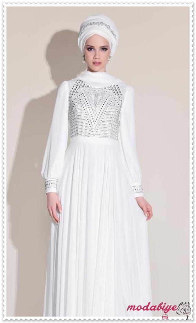 Beyaz Sade Taşlı Tesettür Abiye Modeli