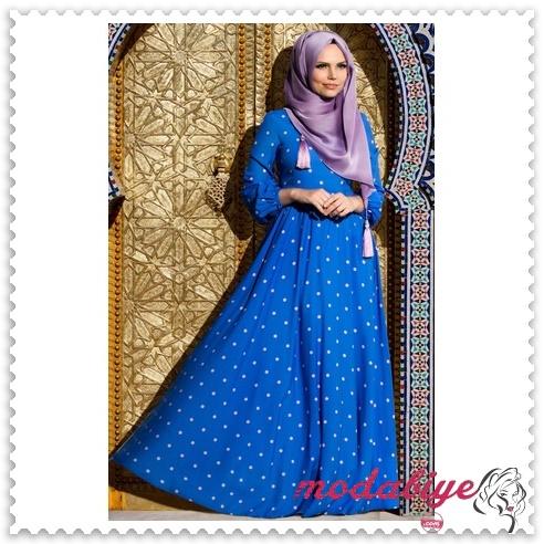 Mavi puantiyeli tesettür uzun elbise modelleri