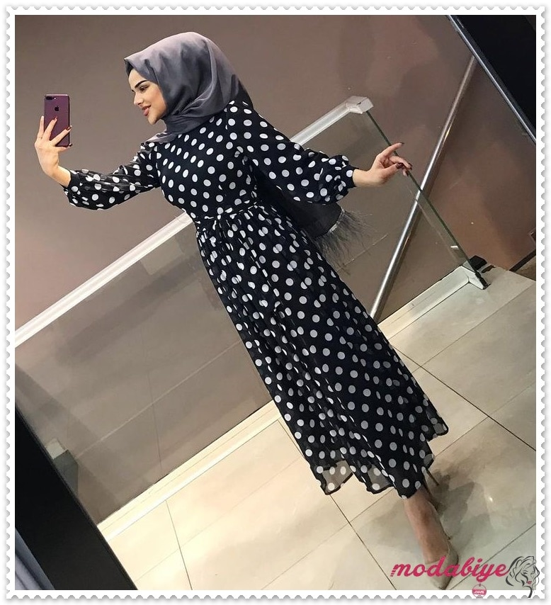 Siyah puantiyeli yazlık tesettür elbise modelleri 2021