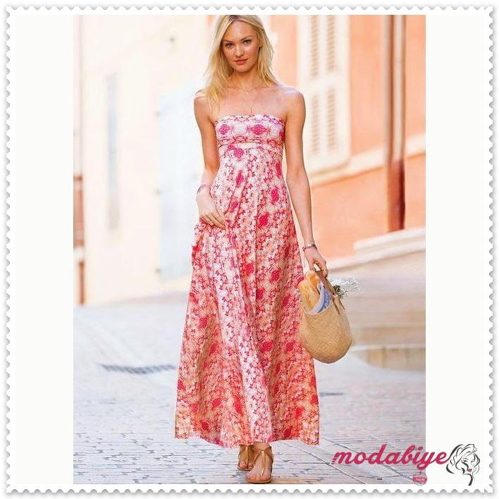 Çiçek desenli kırmızı beyaz askısız uzun yazlık elbise modelleri