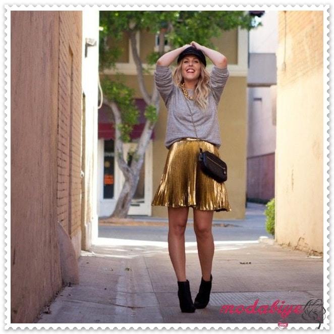 Sokak stili parlak sarı kısa pileli etek modelleri kombin